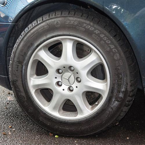 Run flat car tyres